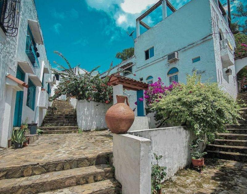 Doradal Antioquia Santorini buildings