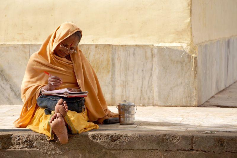 Delhi woman flea market