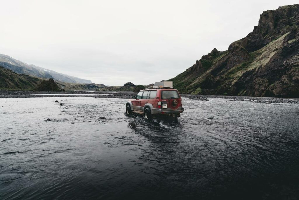 Iceland drive water SUV